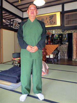 ラグラン作務衣と安国寺さま