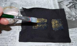 布に絵を描きます