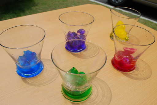 6.できた氷をグラスに入れる